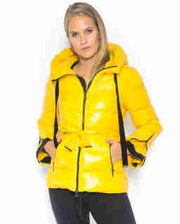 Żółta kurtka puchowa