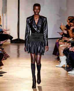 Czarna sukienka mini ze skóry ekologicznej