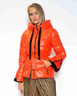 Pomarańczowa kurtka z kapturem