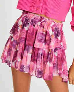 Różowa spódnica z falbaną