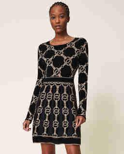 Dzianinowa sukienka z motywem łańcucha
