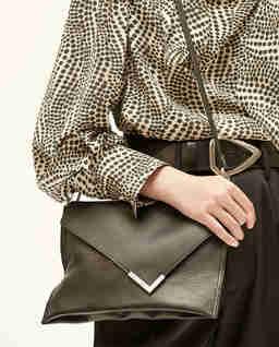 Skórzana torebka na ramię Tryne