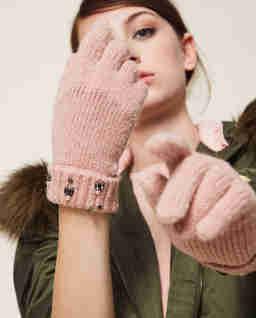Różowe dzianinowe rękawiczki z kryształami