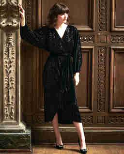 Aksamitna sukienka z cekinami MARILYN