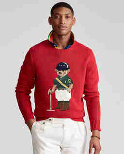 Czerwony sweter z misiem
