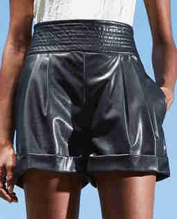 Czarne szorty ze skóry ekologicznej