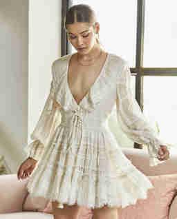 Beżowa sukienka z wiązaniem