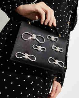 Czarna satynowa torebka z kryształami