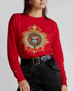Czerwona bluza z herbem