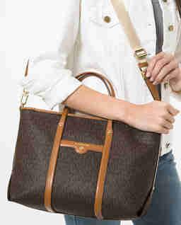 Brązowa torebka z logowaniem Beck