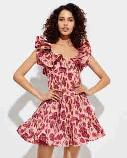 Różowa sukienka z plisami