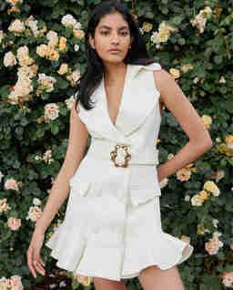 Biała sukienka z falbaną Nadia