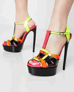 Lakierowane sandały na platformie