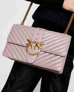 Różowa torebka z pikowaniem Love Classic Icon