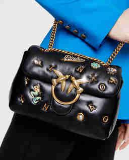 Czarna skórzana torebka ze złotymi aplikacjami