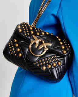 Skórzana torebka ze złotymi detalami