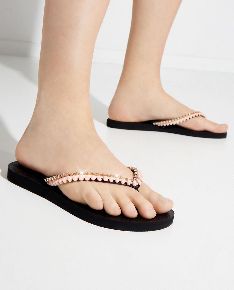 Brzoskwiniowe japonki z kryształami Mystique Shoes