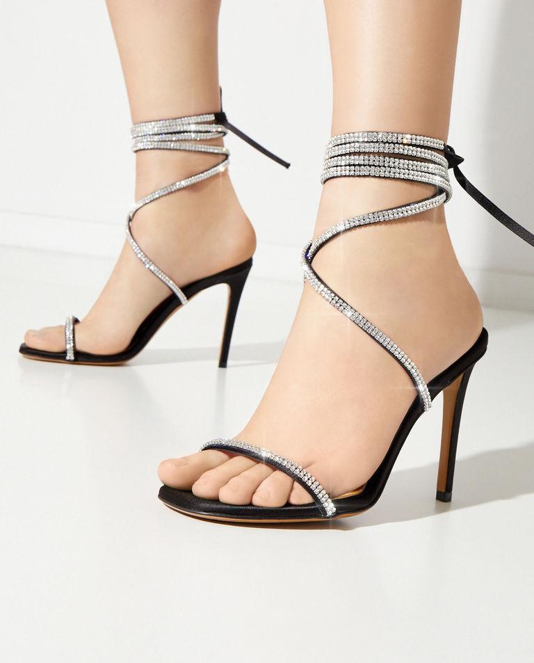 Sandały z kryształami Amina Alexandre Vauthier