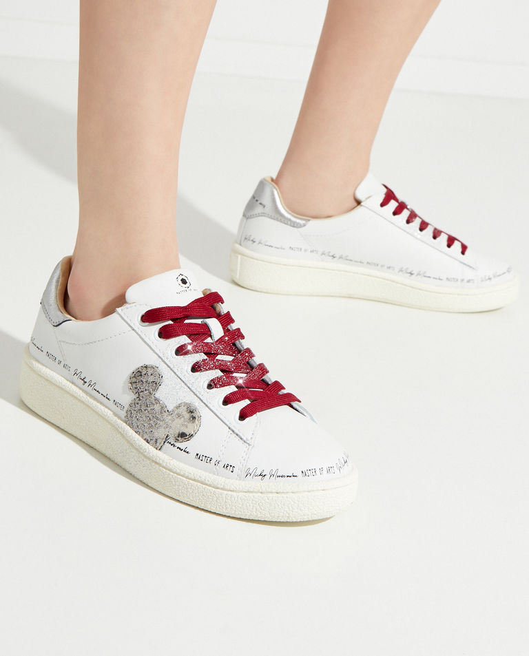 Sneakersy z bordowymi sznurówkami Moa Concept