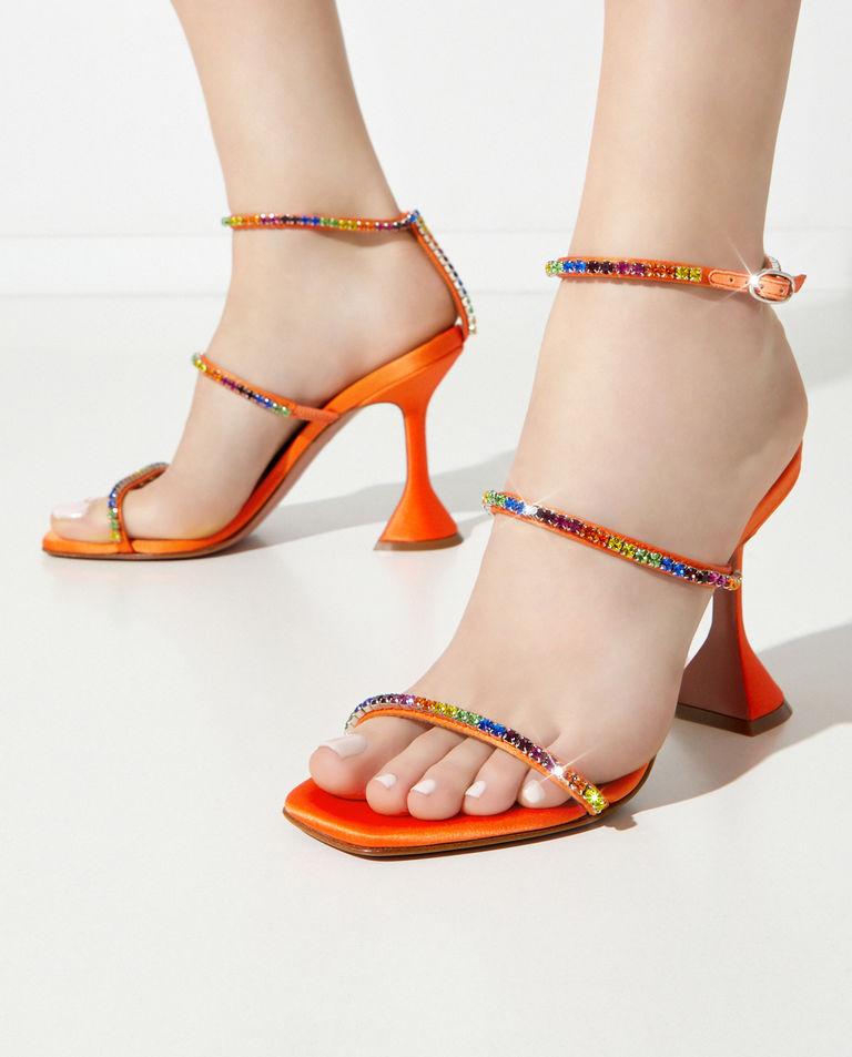 Pomarańczowe sandały z kryształami Gilda Amina Muaddi