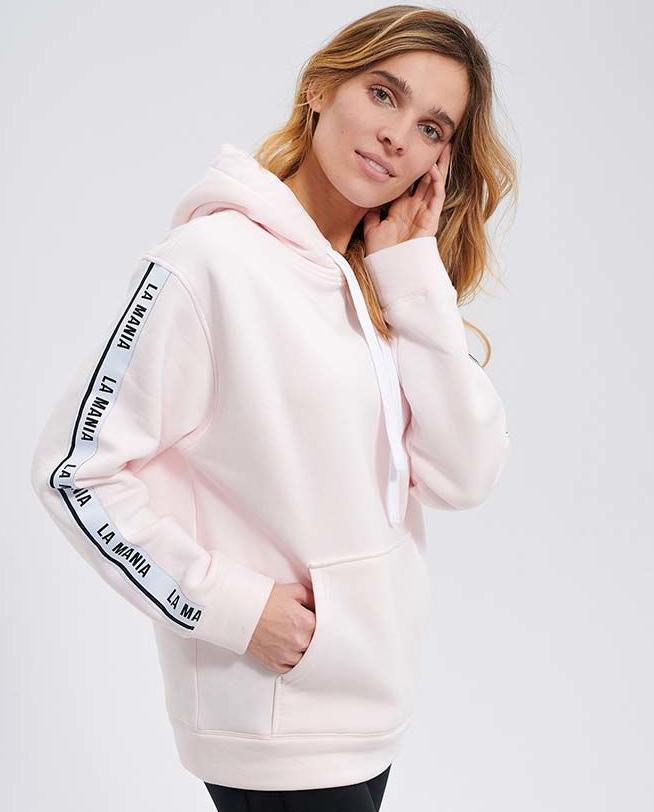 Modelka w różowej bluzie La Mania Moon