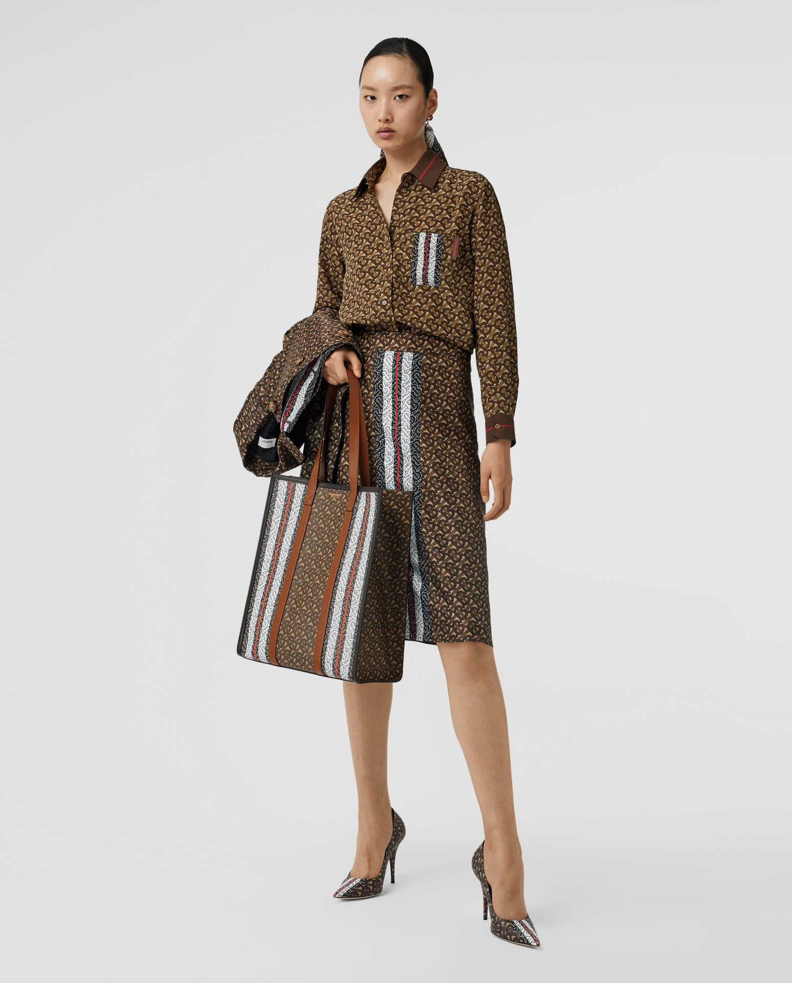 modelka burberry spódnica