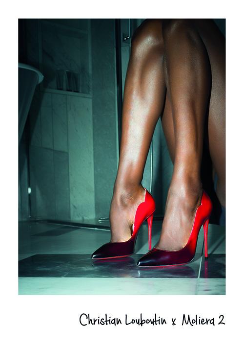 zdjęcie nogi szpilki czerwone christian louboutin