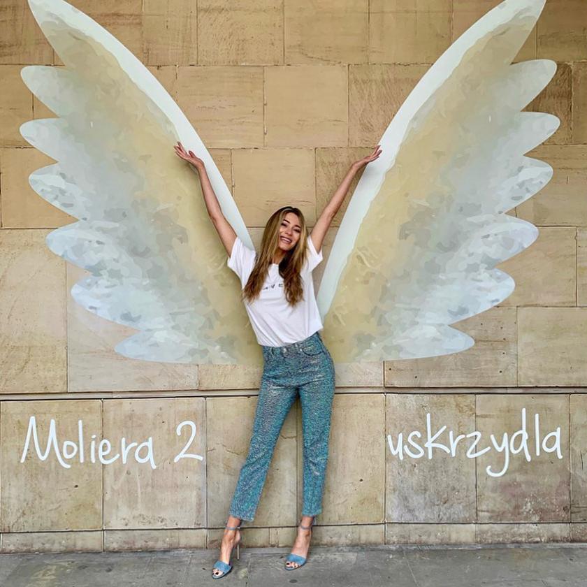 marcelina zawadzka blondynka mural skrzydła