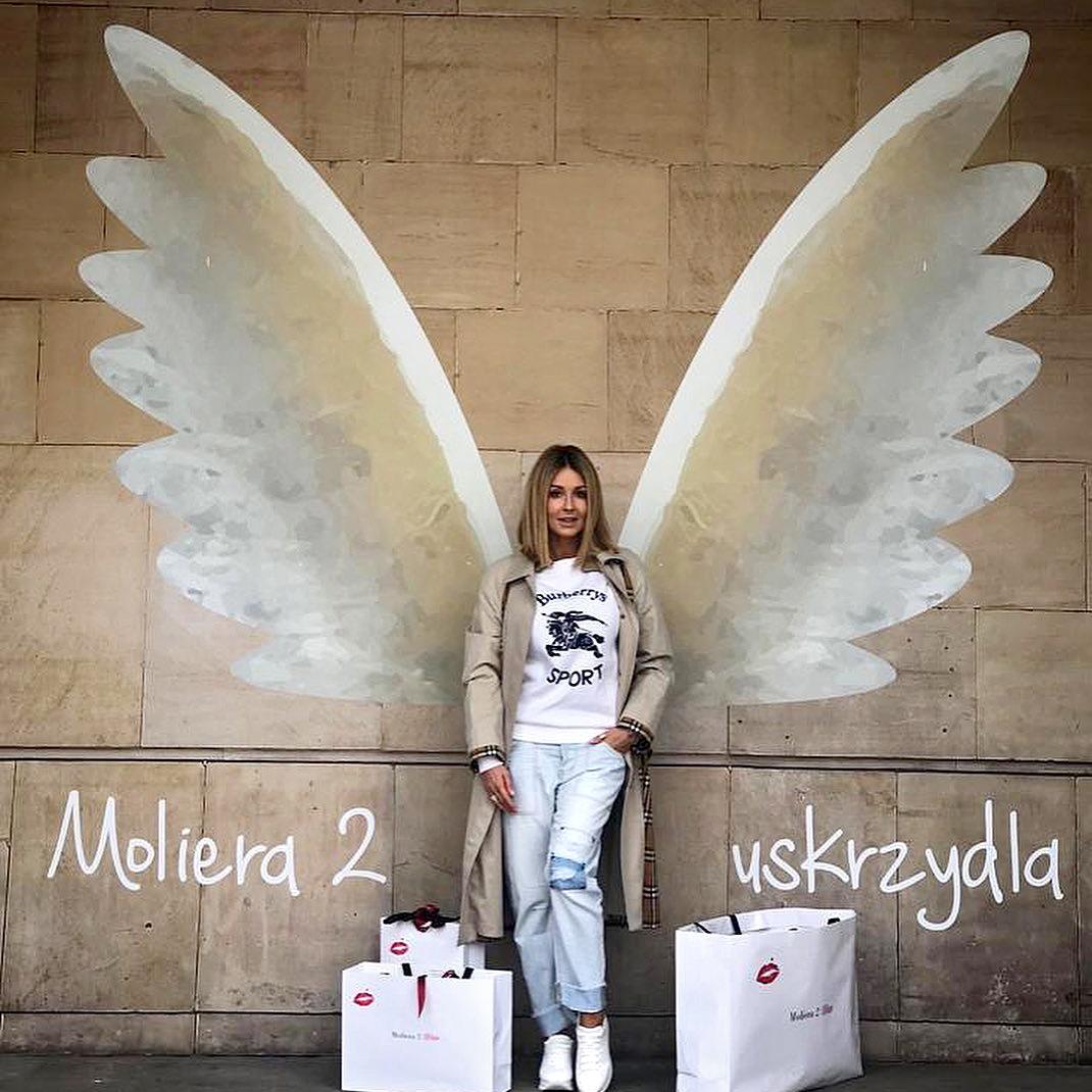 skrzydła mural kobieta torby małgorzata rozenek