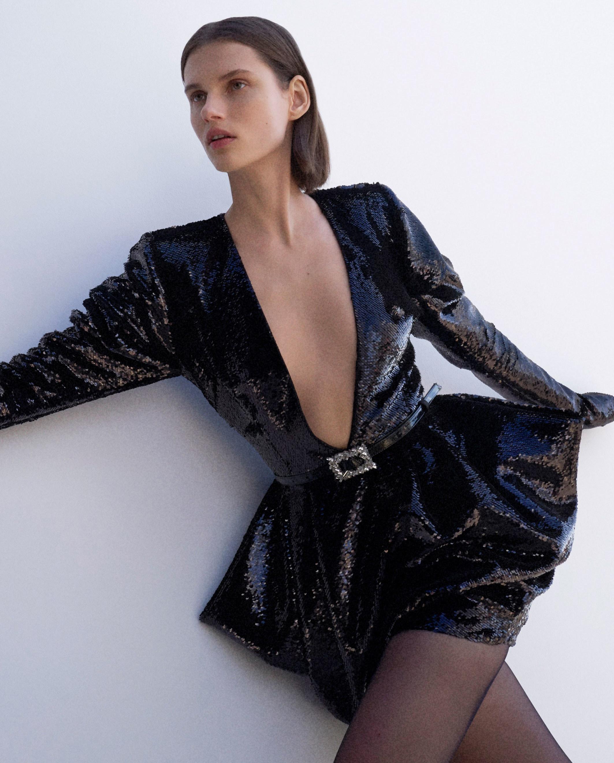 modelka czarna sukienka cekiny alexandre vauthier
