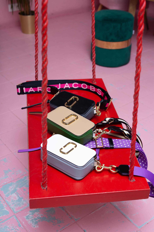 torebki marc jacobs huśtawka różowa ściana