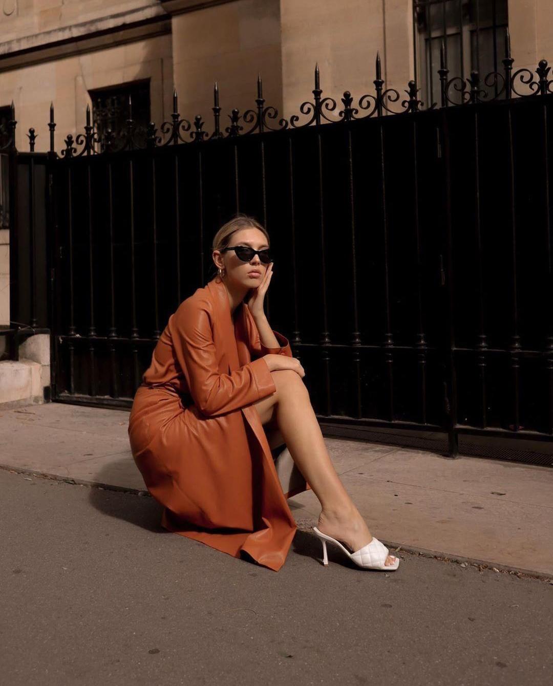 sukienka z wegańskiej skóry nanushka instagram