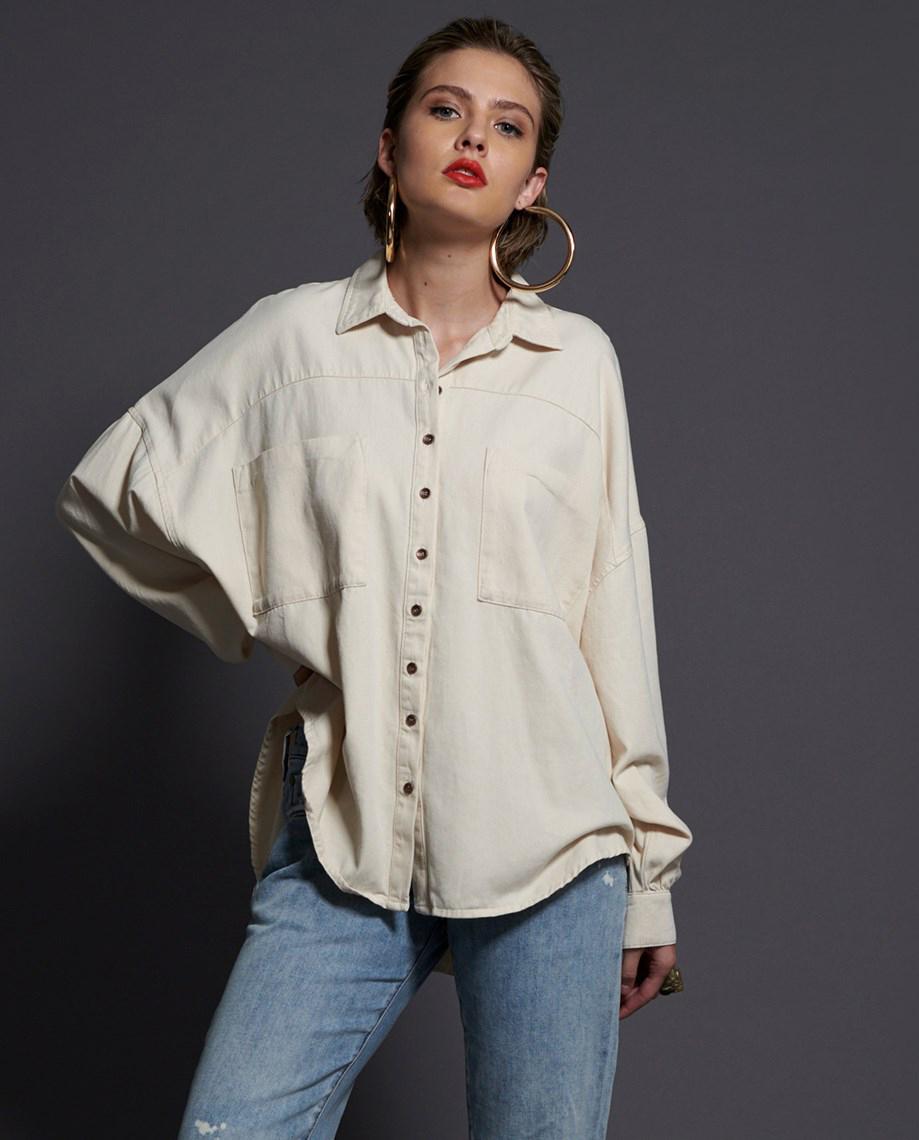 modelka biała koszula oneteaspoon