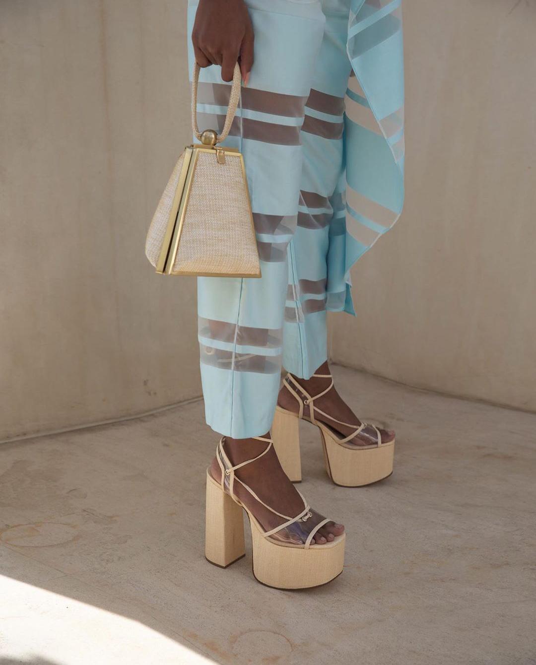 Damskie beżowe sandały na platformie Cult Gaia Instagram