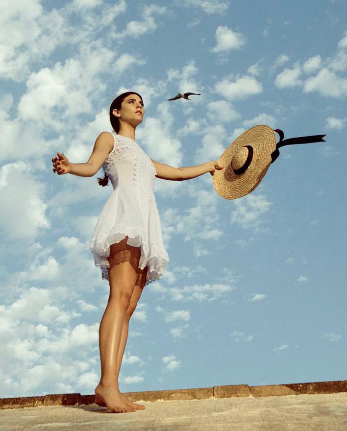 dziewczyna niebo biała sukienka boho charo ruiz ibiza