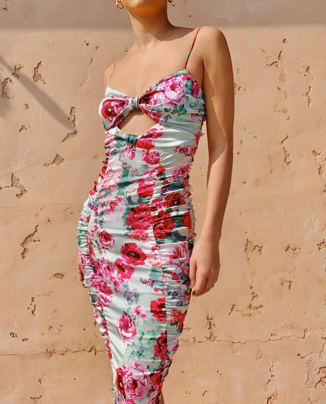 Dopasowana sukienka na ramiączkach w kwiaty For Love & Lemons