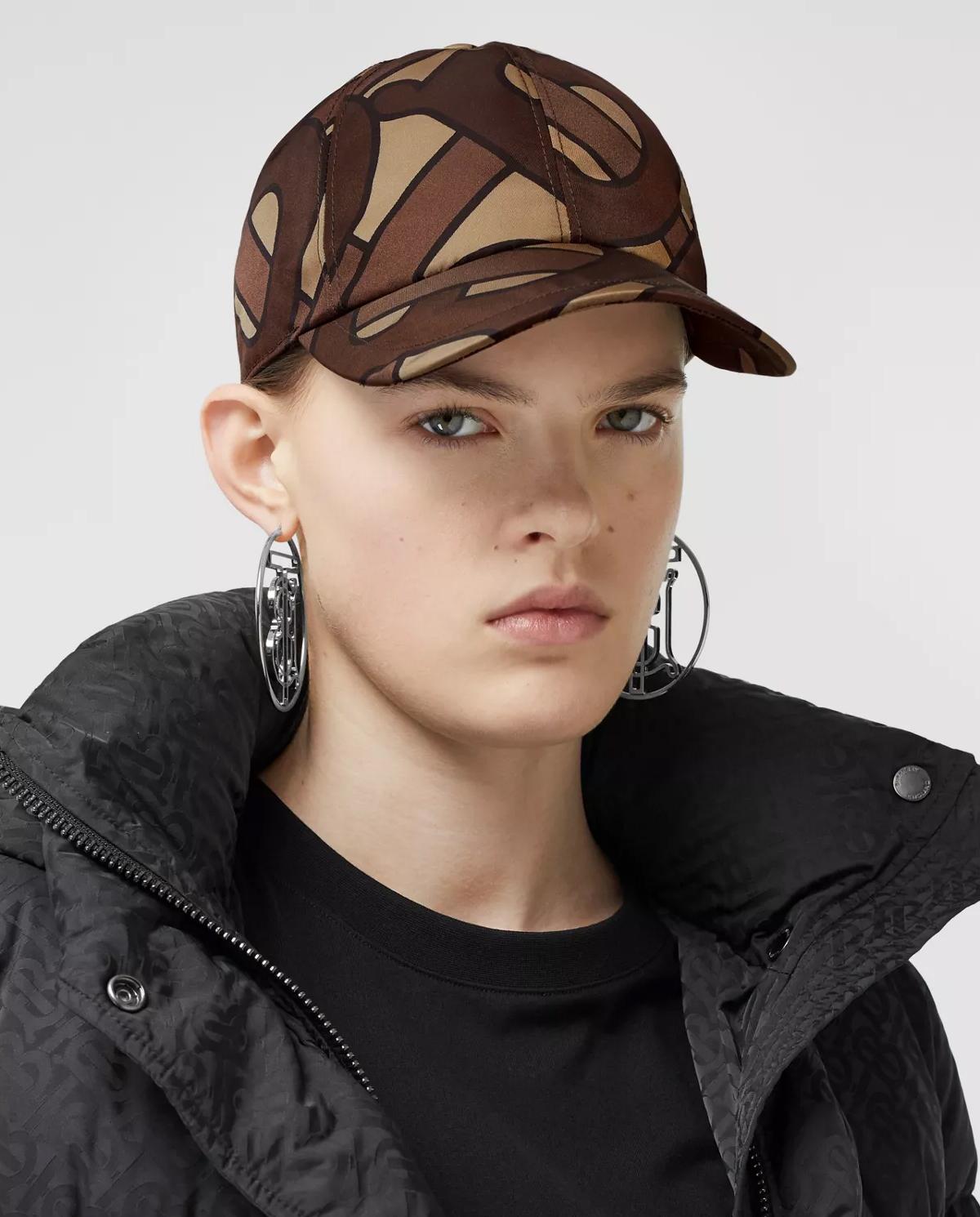 Damska brązowa czapka z monogramem Burberry W8025084 A7436