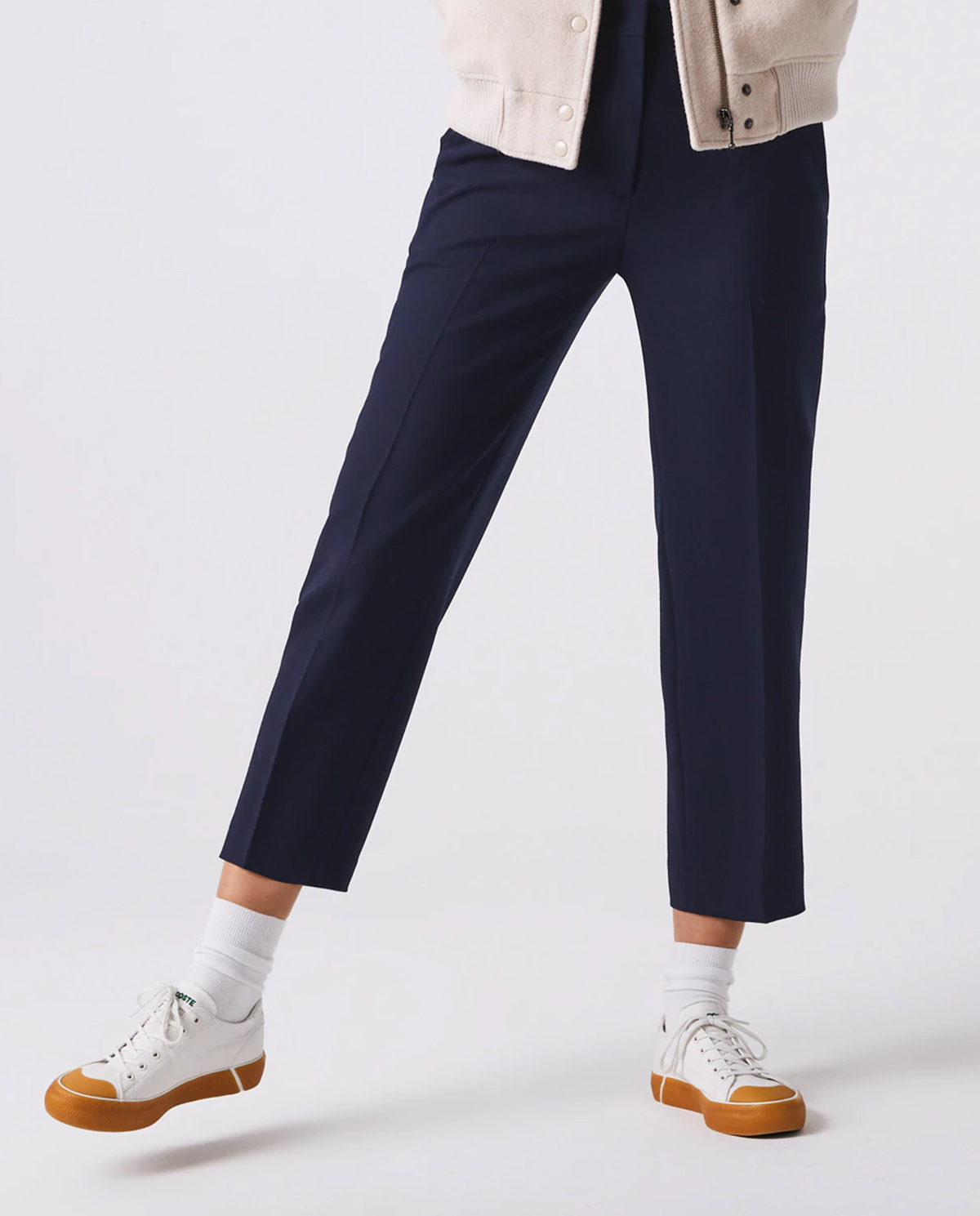 Spodnie z prostymi nogawkami i logo Lacoste HF2477 166