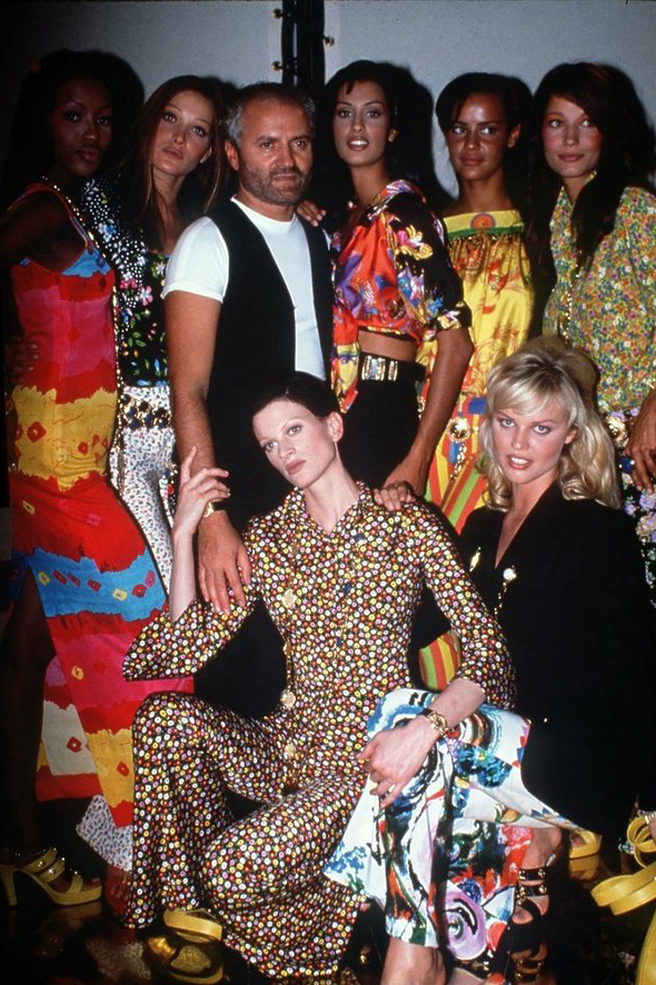 Gianni Versace z modelkami Getty Images