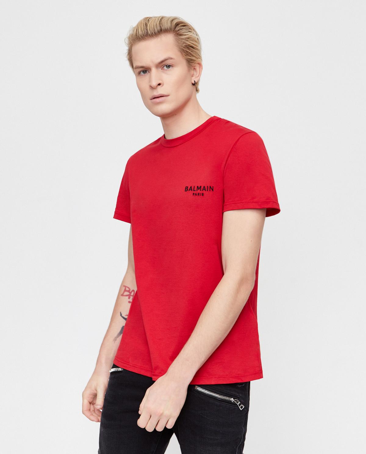 Czerwona koszulka z haftowanym logo Balmain BRM305060 600