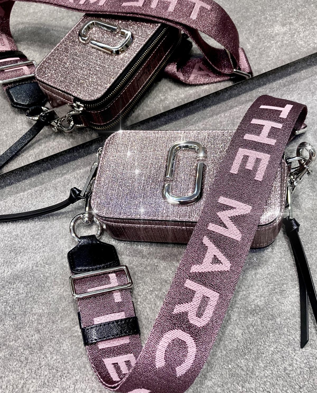 Różowa torebka Snapshot Glitter the Marc Jacobs M0016761 650