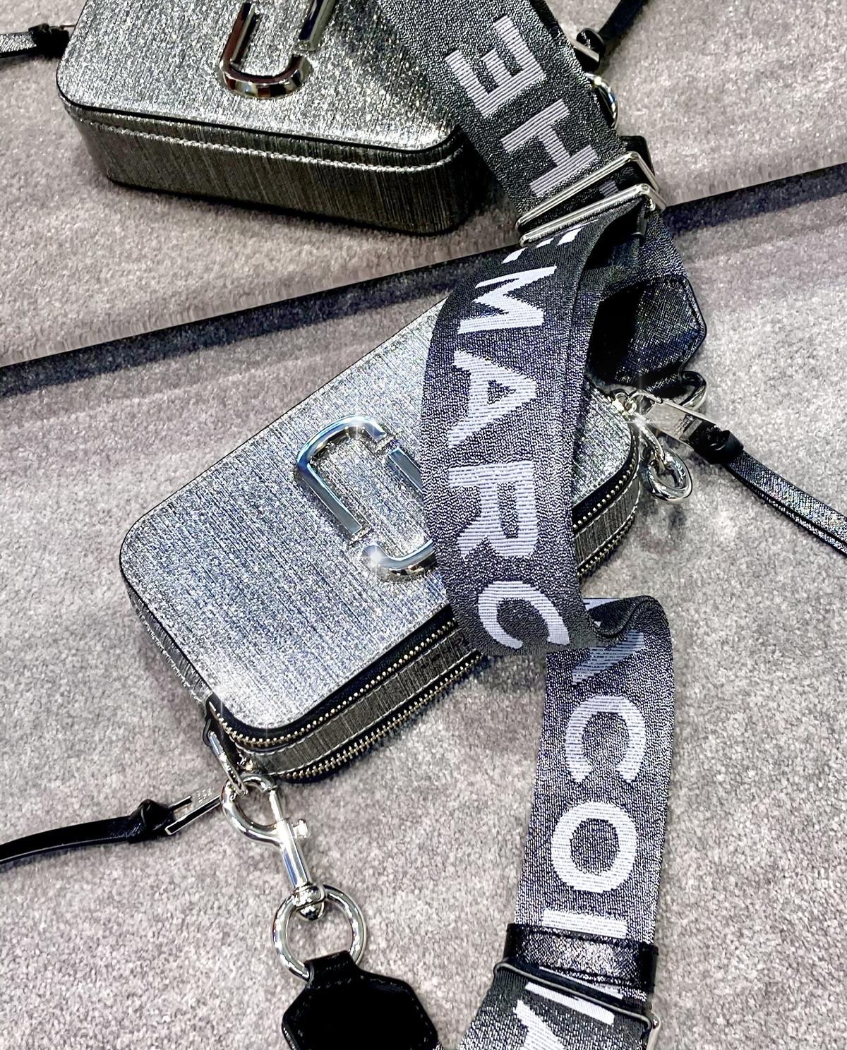 rebrna torebka Snapshot Glitter The Marc Jacobs M0016761 040
