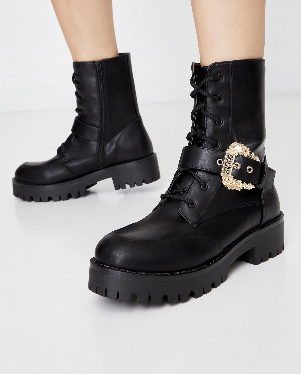 Czarne botki z ozdobną klamrą Versace Jeans Couture E0VZAS9471570899