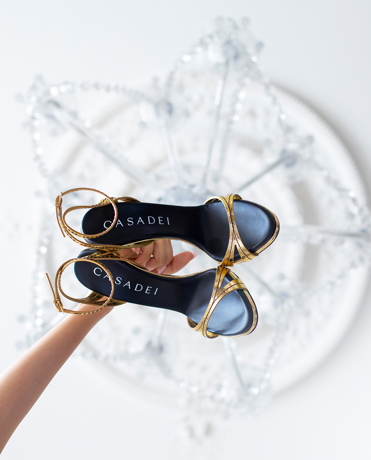 Złote szpilki z przeszyciami Blade Jeanne Casadei